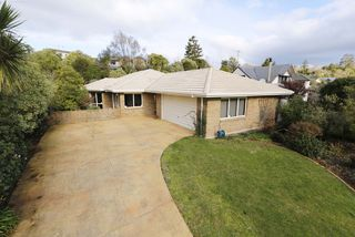NEW LISTING - AUCTION 13 ALOMA WAY, GLENVIEW HAMILTON