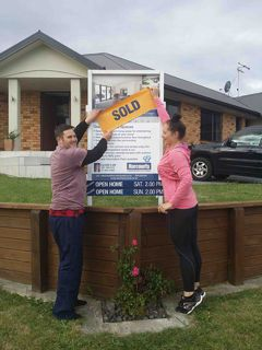 SOLD @ AUCTION 84 FARNBOROUGH DRIVE GRANDVIEW HEIGHTS HAMILTON
