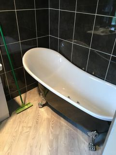 12 Albert Street has a Swish new bathroom and toilet!