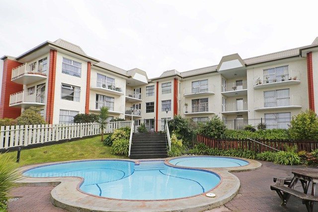 Inner City Apartment/Unit For Sale - 2/10 Hunter Street, Hamilton Lake, Hamilton