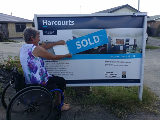 One very happy vendor, SOLD on Auction Day, Raewyn Congratulations!