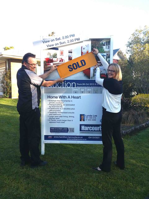 SOLD AT AUCTION 8TH OCTOBER 2015 - 13 ALOMA WAY, GLENVIEW, HAMILTON